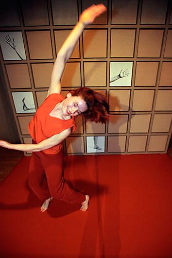 Tanzszene mit Andrea Lucas